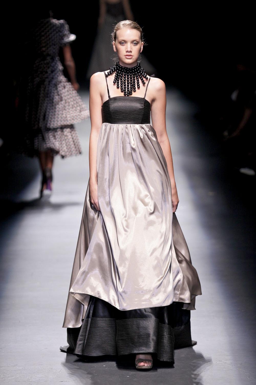 Det lages faktisk flotte kjoler i Afrika også. Denne er designet av sørafrikanske Bongiwe Walaza.