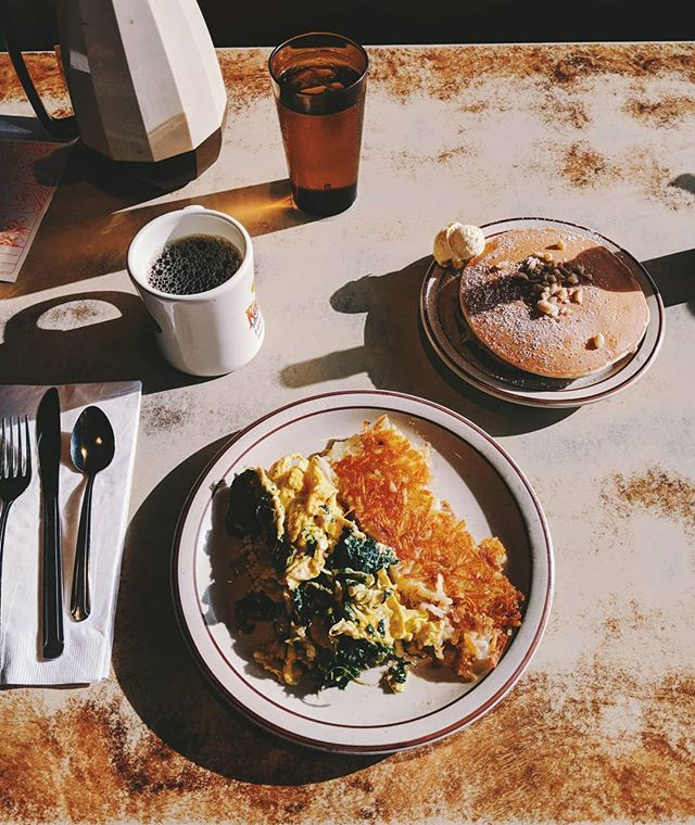 I love everything about this breakfast shot. Its got the tones and all the good memory feels of a good vacation. Hope everyone's got fun weekend plans! . . . #breakfast #diner #classicdiner #hawaii #theislandofhawaii #ExploreIslandofHawaii #coffee #eggs #hashbrowns #traveling #travel #summervacation #summerishere #summerlife #vscocam #vsco #teampixel