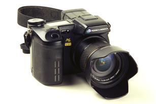 Lens: 7.2-50.8mm f 1:2.8-3.5 7x optical zoom fixed lens