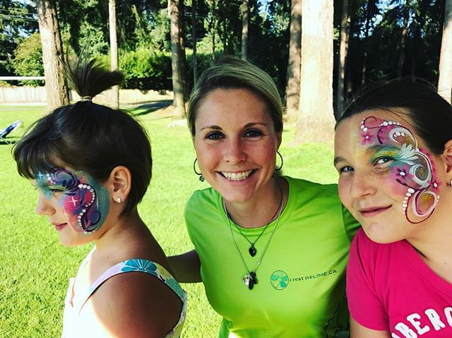 Happy Thursday! Throw back to an amazing corporate event in Fort Langley this summer. I always enjoy my time with my canvases but I was so grateful to finish my day with this special family. Take time to connect! Make it a great day. Smiles, Jenna 💚 #creativelimejenna #facepainting #corporateevents