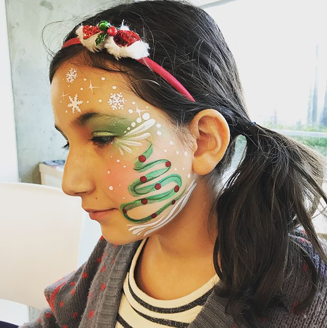 Holiday Corporate Kids Event | Face Painting and Balloons, love connecting with families and children, especially who I have seen grow over the years. I always love working with  @imaginethatevents stunning work! Make it a great day! Smiles, Jenna 💚#creativelimejenna #corporateevents #artforall