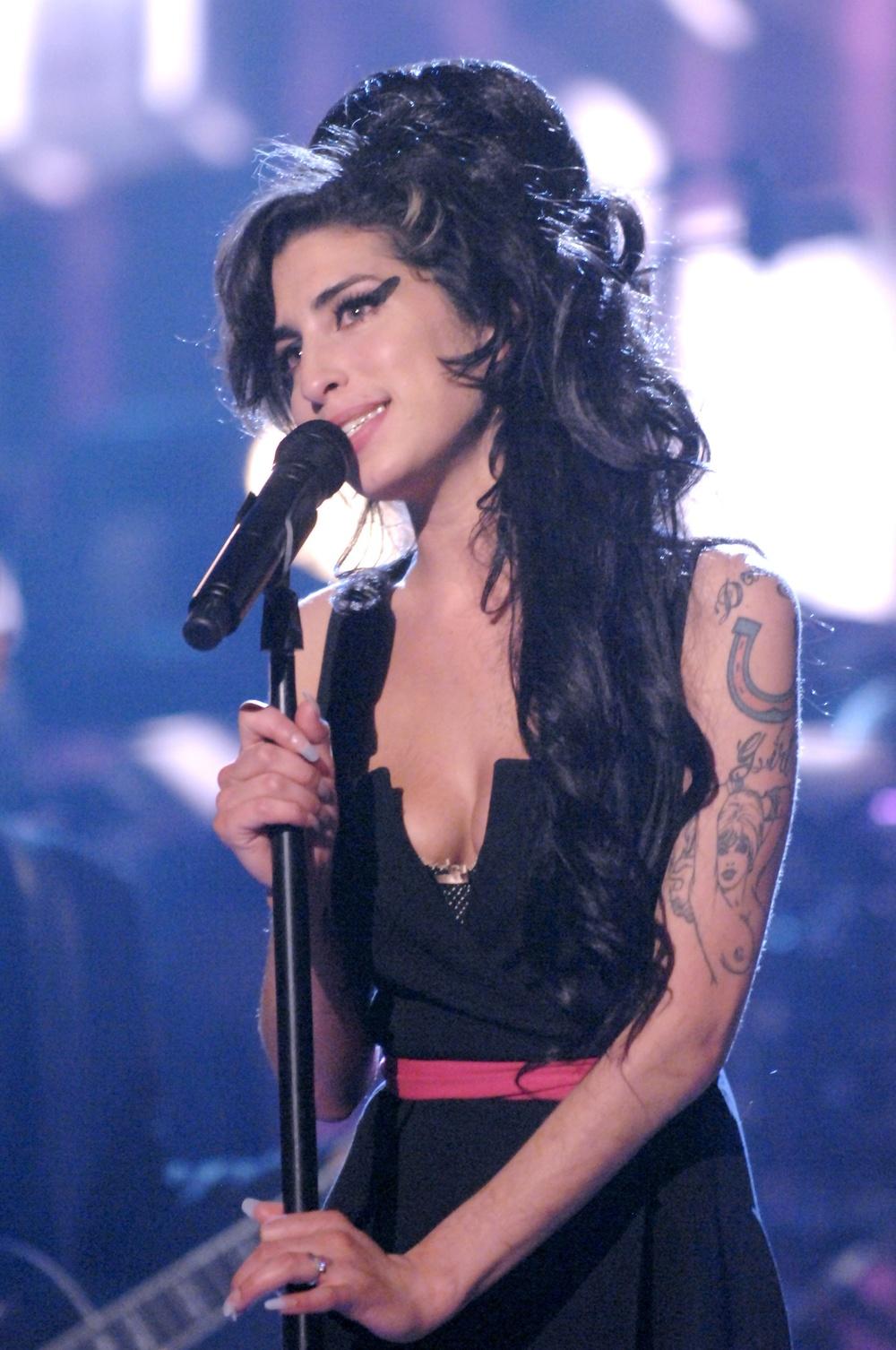 Amy Winehouse performing at MTV Movies Awards,2007 CREDIT Getty_114621824.jpg