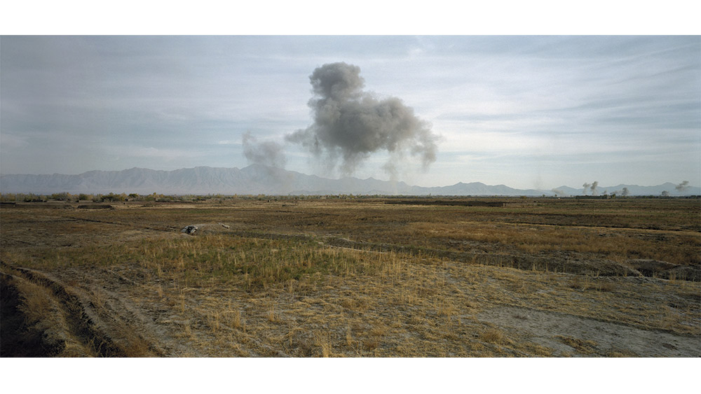 Jean-Luc Delahaye, U.S. Bombing on Taliban Positions, 2001, 112 x 238 cm