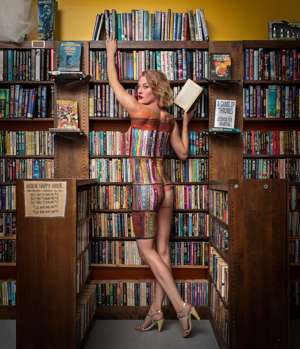 Cici in the Bookshelf