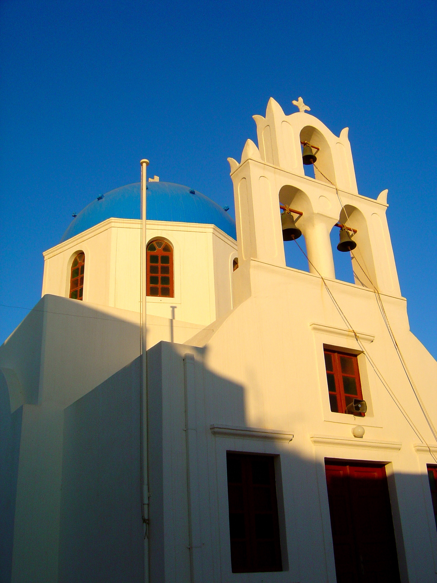 Greek, White and Blue: Why Are the Buildings in Greece ...