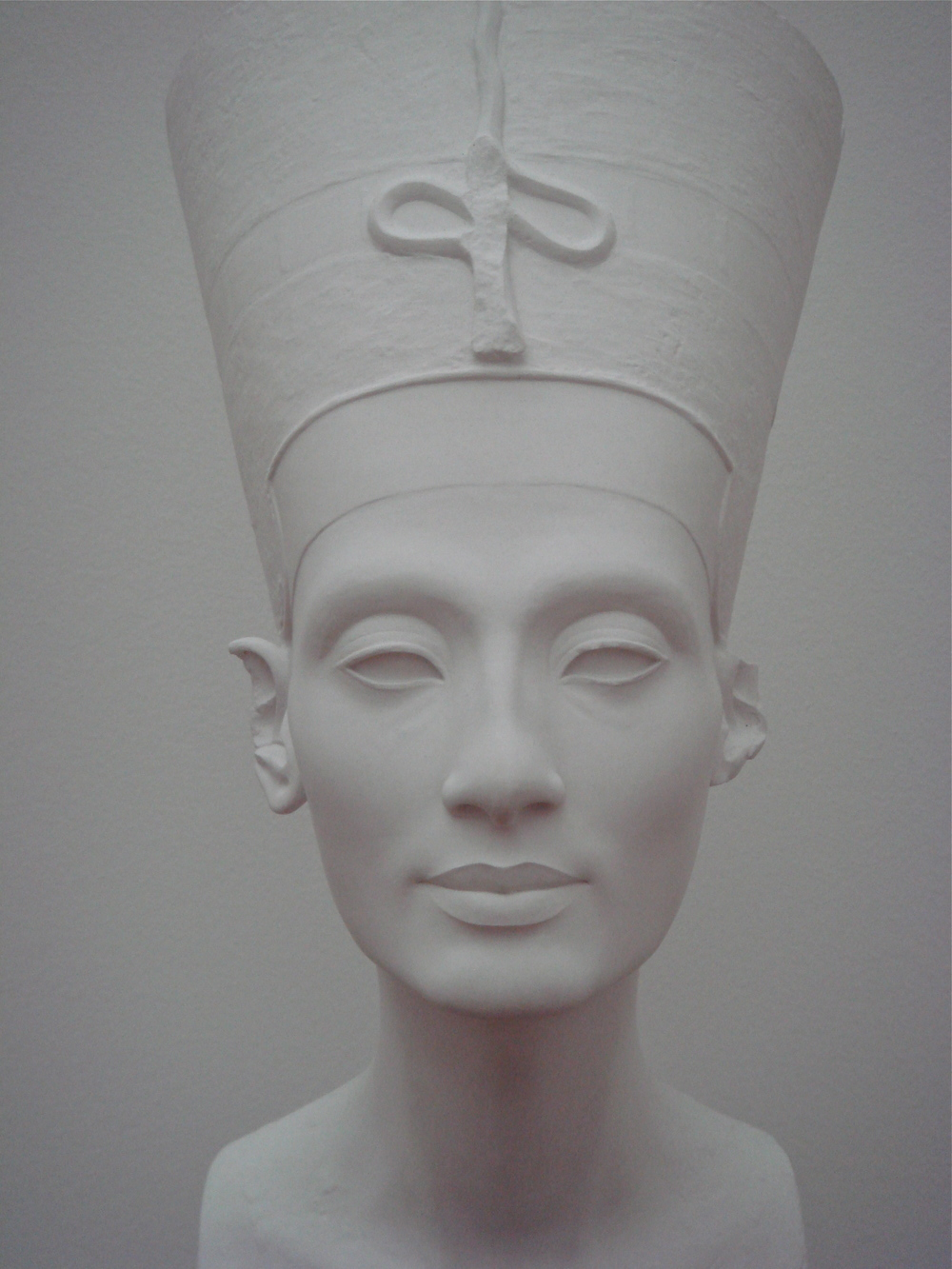 A copy of the famous bust of Queen Nefertiti found in the  Hamburger Bahnhof  in Berlin, Germany