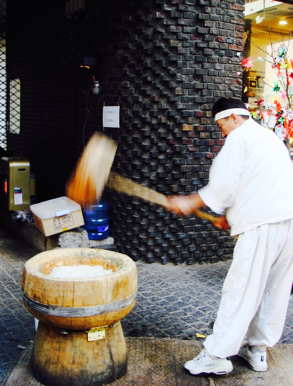 This man is pounding rice (called  dak ) that is used in South Korean pastries, This is  nothing  like a pumpkin pie — trust me.