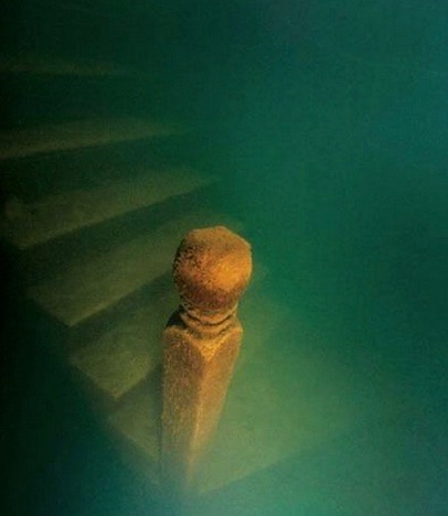 Hidden from the sun, wind and other forms of corrosion, wooden structures like this staircase are almost perfectly preserved in the underwater city. (image source)
