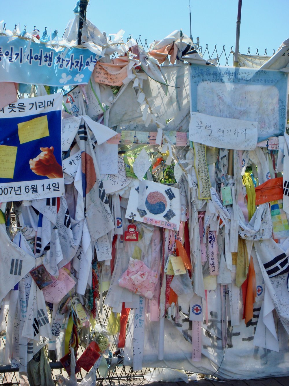 South Korean's leave notes for loved ones that they lost to the North when the Korean War ended, and prayers for peace and unification.