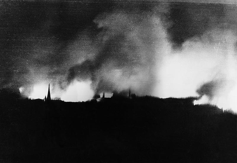 1945_FeuersturmDresden.jpg