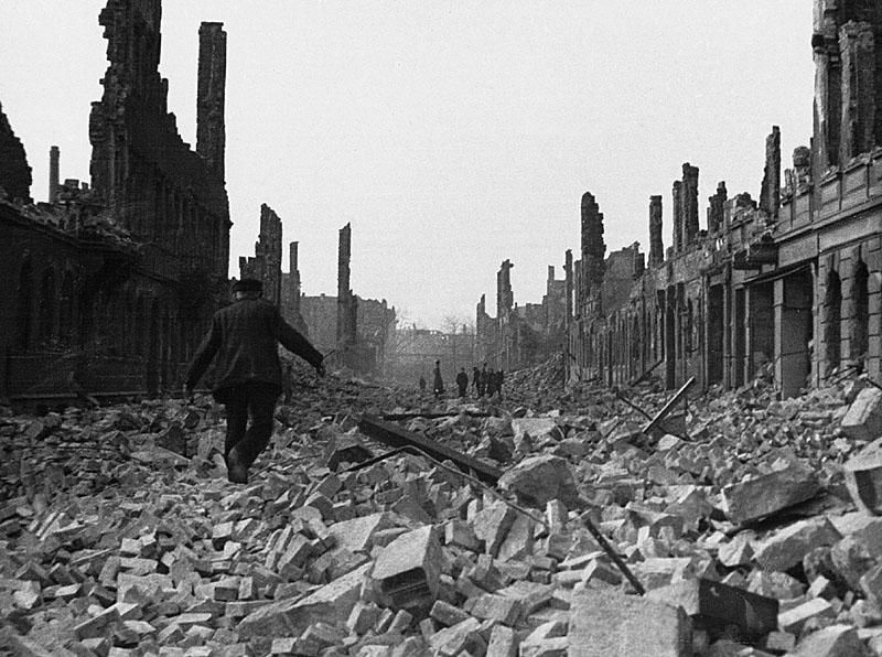 1945_Ruinenstrasse.jpg