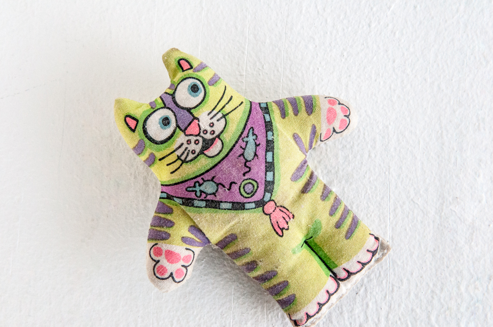"""Tiny neon colored stuffed cat toy"" - 2I"
