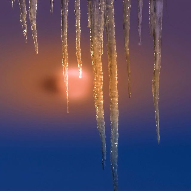 Sunrise icicles set the mood… #MARTYhiester