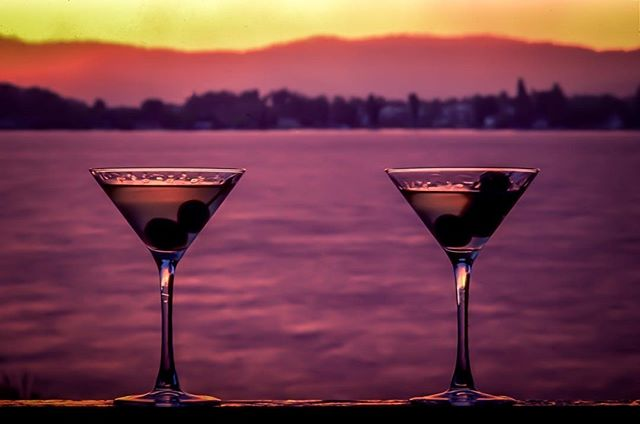 Time to celebrate! Thinking about a sunset martini for #fridaynight 🍸#friday #weekend #martini #MARTYhiester #libertylake #washington #pnw