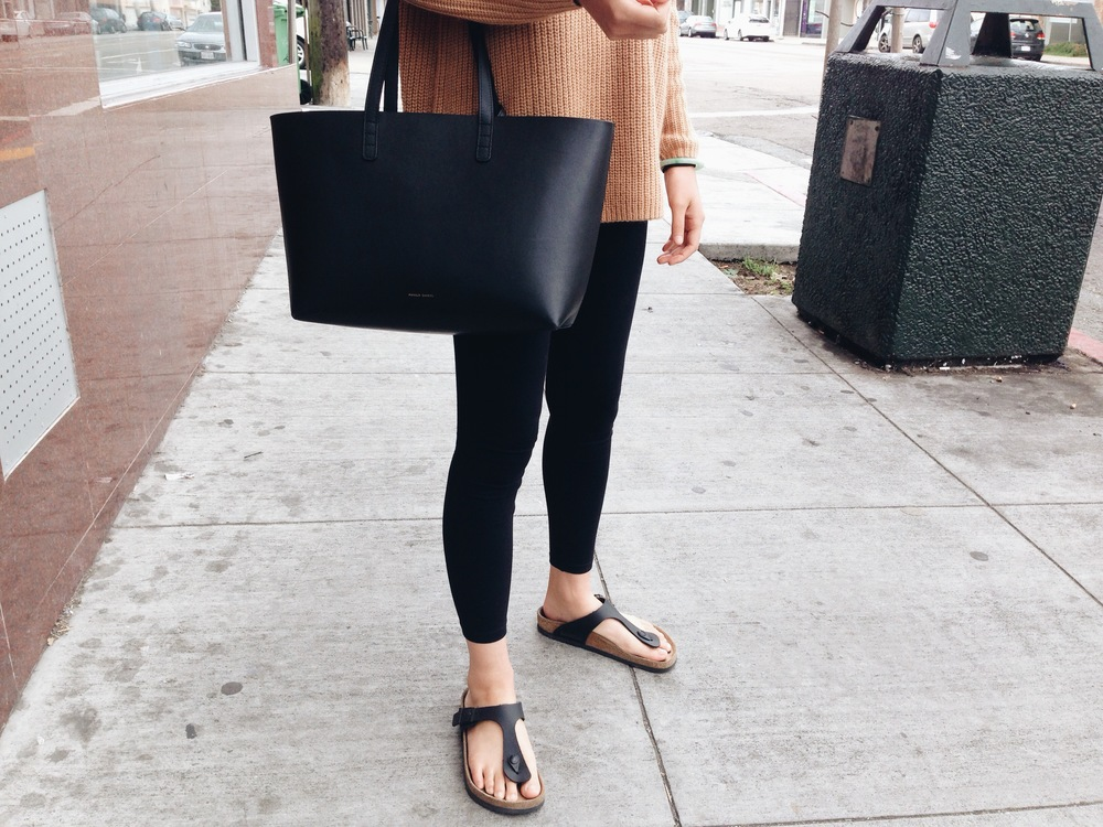 TOPSHOP clean rib V sweater / MANSUR GAVRIEL tote / DAVID LERNER leggings / BIRKENSTOCK Gizeh sandals