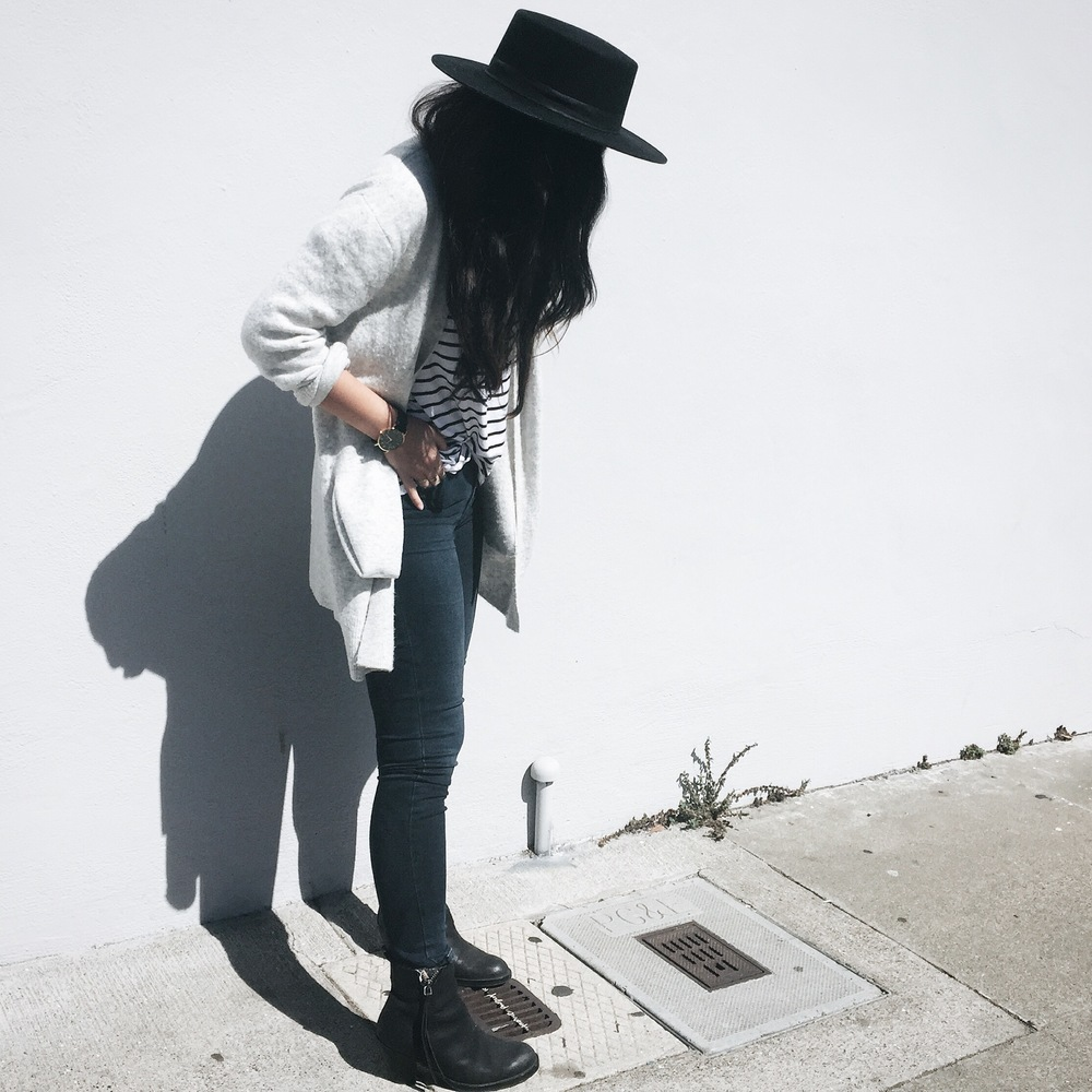 THE FIFTH LABEL T-shirt / ACNE STUDIOS jeans / ACNE STUDIOS ankle boots/ CELINE Phantom tote / JANESSA LEONE Gabrielle hat