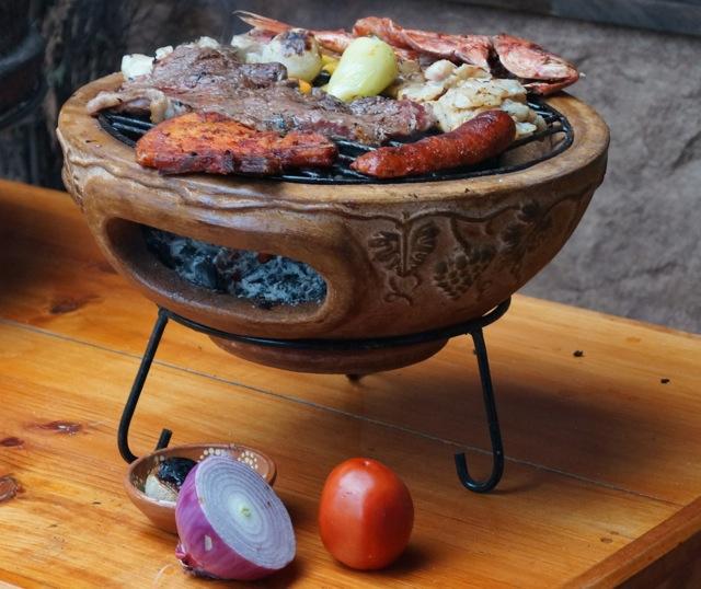 """Italienisches Design Tisch BBQ in wüsten-gelber Oberfläche – ø 18"""" / 44cm – Art.Nr. 7130YL"""