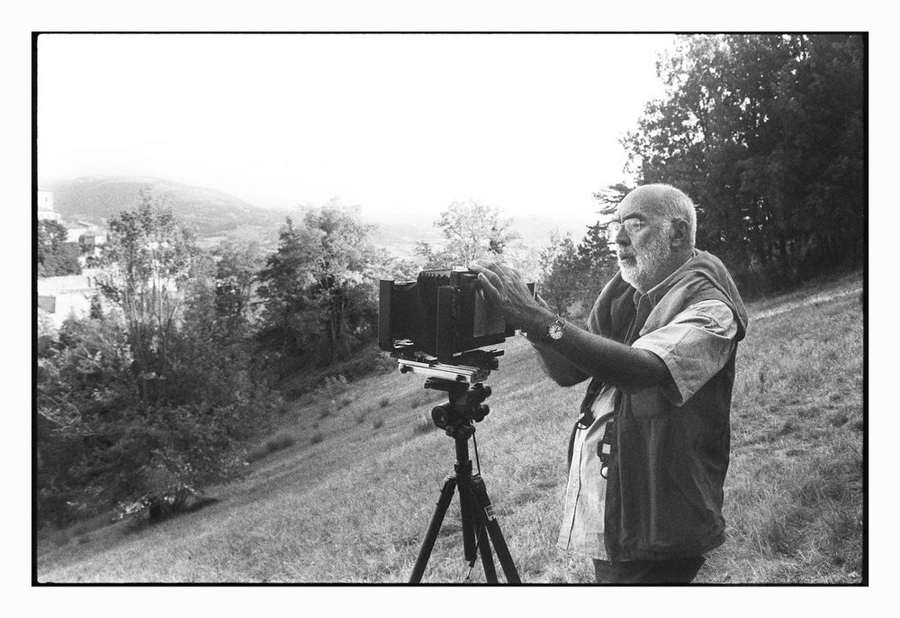 Gabriele Basilico working in Urbino (Italy) © Gian Giacomo Stiffoni, all rights reserved