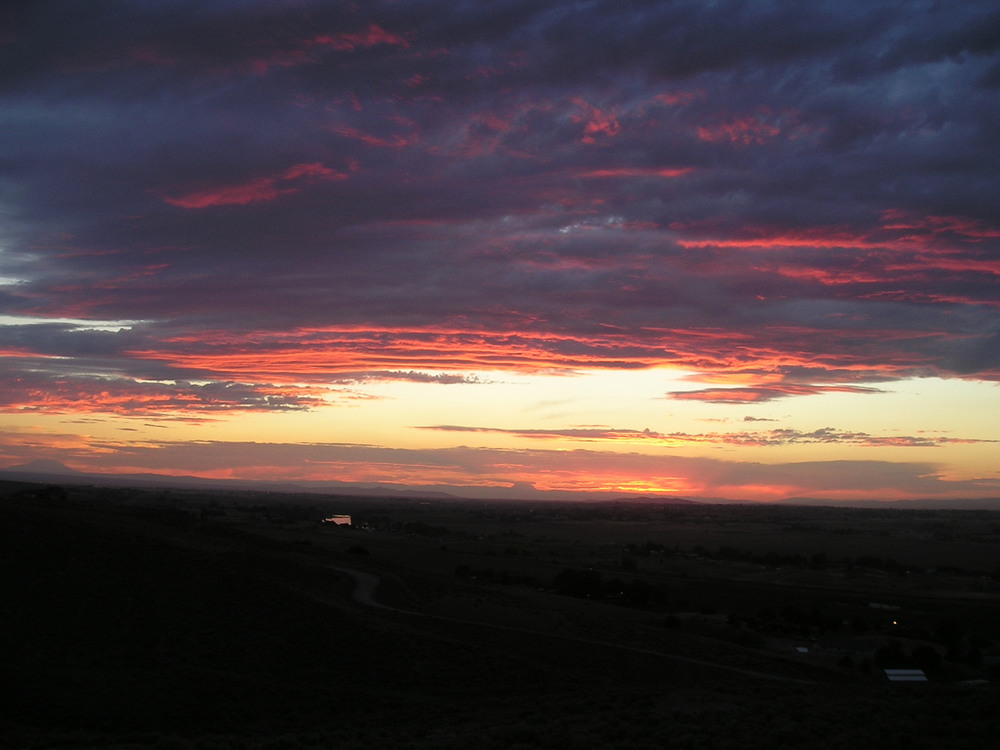 sunset over the yakima valley.jpg