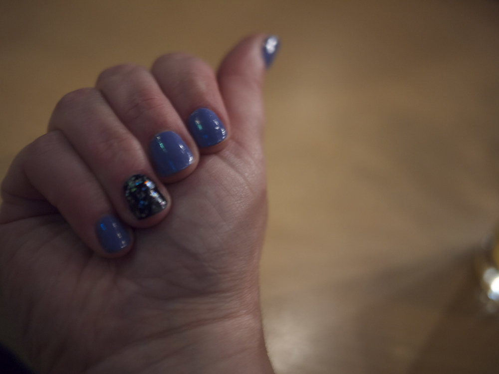 I may or may not have angsted over what nail polish combination to go with for this day trip. I ultimately chose Essie After School Boy Blazer (navy), Essie Boxer Shorts (periwinkle) and an accent nail with a Jenna Hipp glitter.