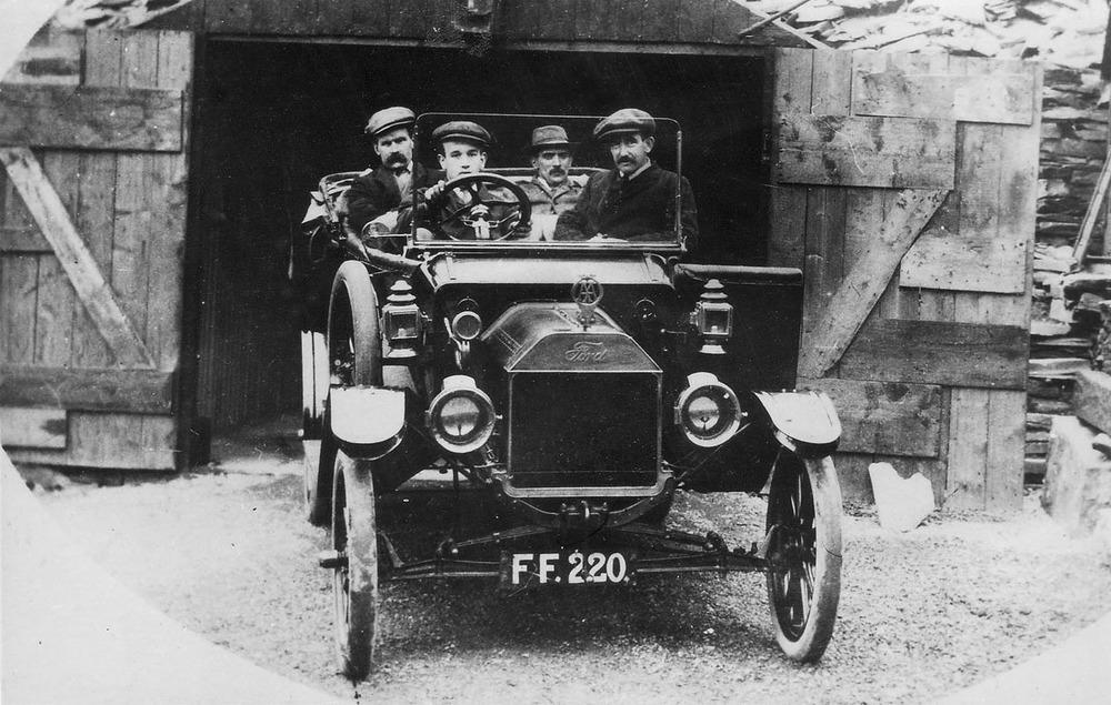Caernarfonshire, Bangor registered vintage car circa 1920 - Registration FF 220 - Model T Ford and Passengers.jpg