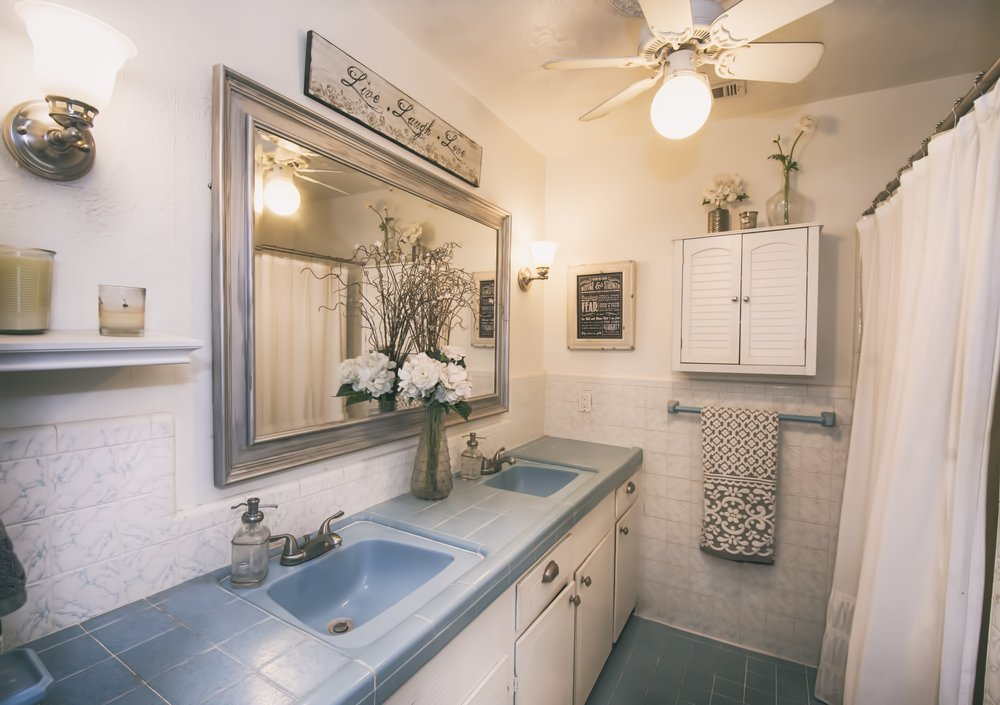 Knob Hill - 22 Master Bathroom.jpg