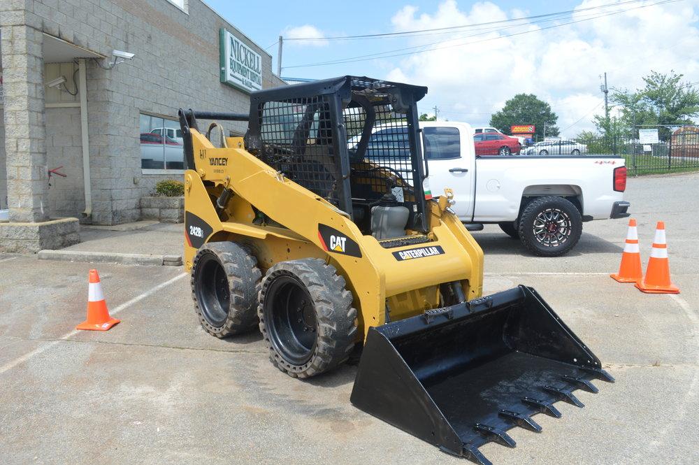 Cat Skidsteer $17,000- 2012 242B Wheel Loader