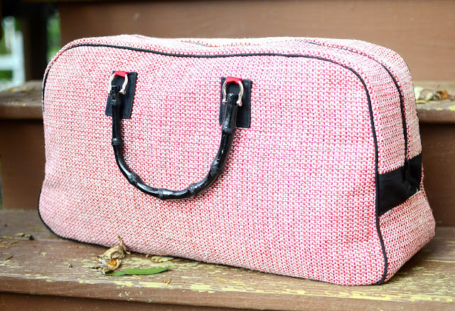 Roselee gives great tips for the Retro Travel Bag ...