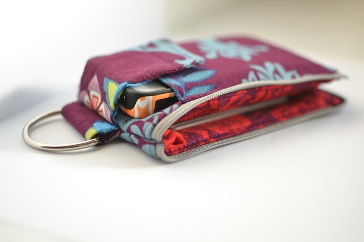 Sarah tweaks Craft Passion\'s tute to make a Cell Phone Wallet ...