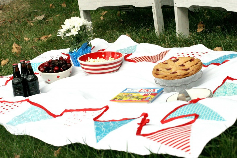Bunting Tablecloth by Seasons Gredings