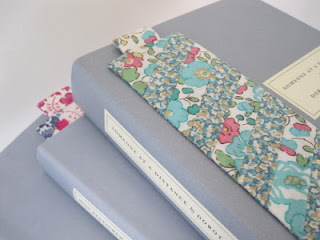how to make a fabric bookmark Tutorial from Flossie Teacakes