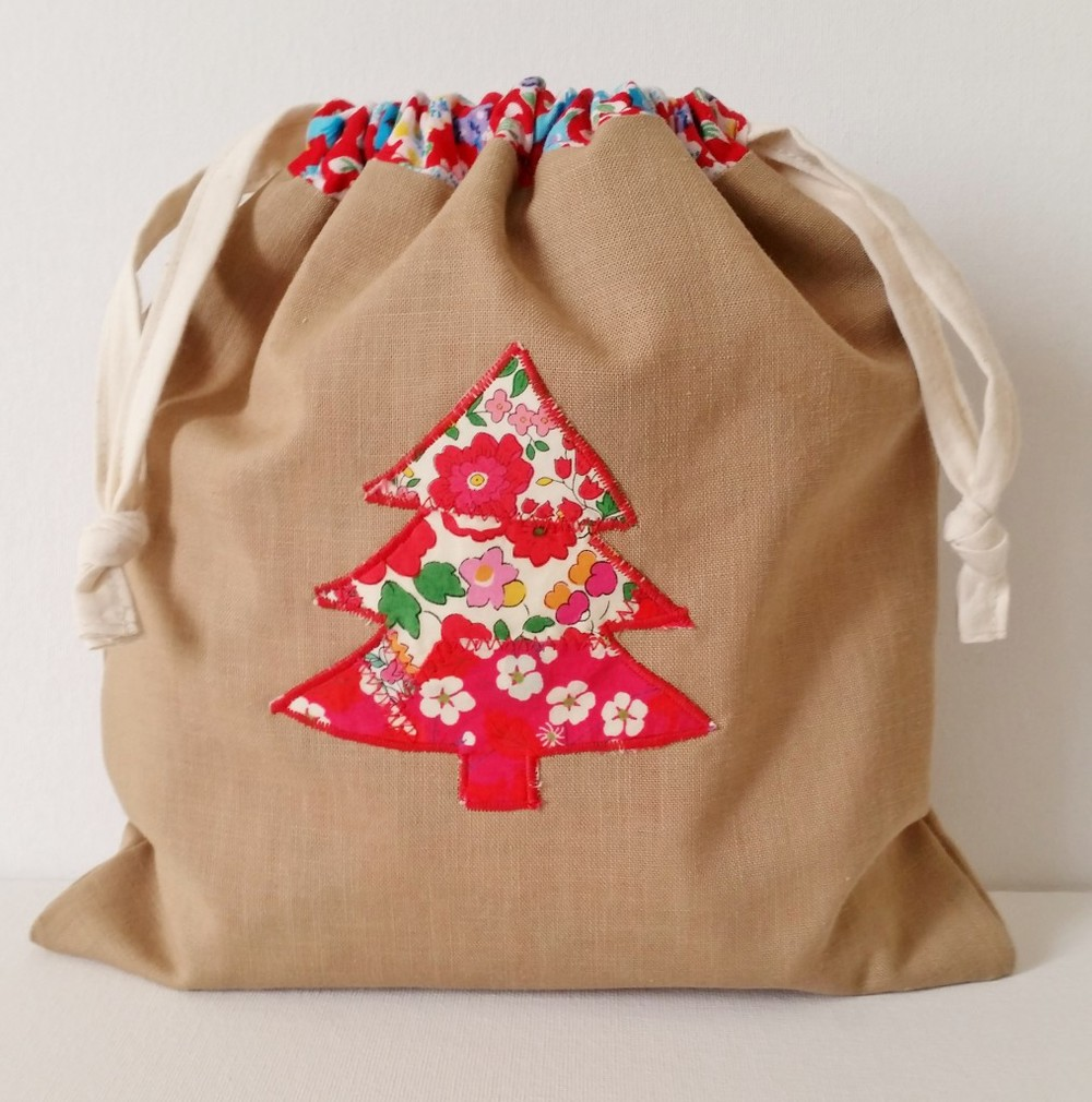 Friday Spotlight: Mad For Fabric\'s Liberty Applique Christmas Gift ...