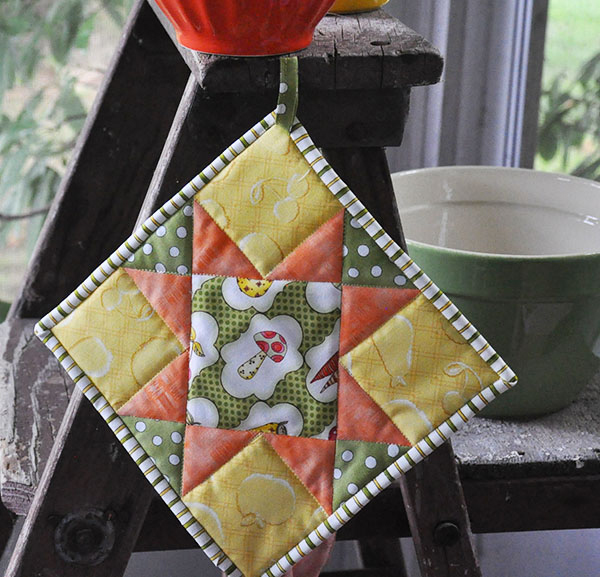 QUILTED POTHOLDER TUTORIAL from Jacquelynne Steves