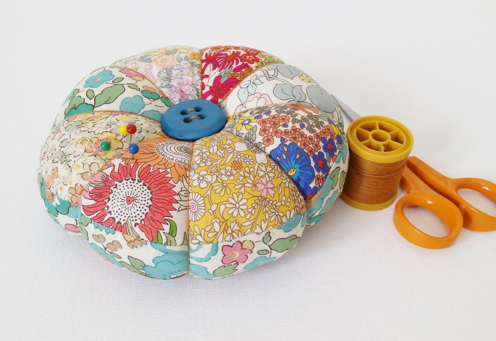 Friday Spotlight: Everybody Loves Pincushions! — SewCanShe | Free ...