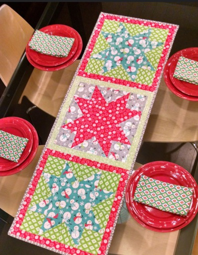 Star Tablerunner and Cloth Napkin Tutorial from The Girl Who Quilts
