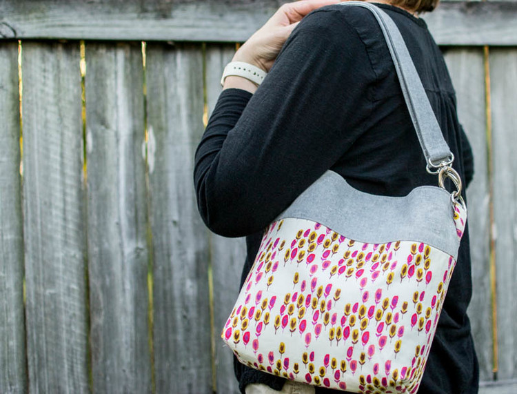 Convertible Cross Body Tote Sewing Tutorial! {fat quarter friendly ... : quilted crossbody bag pattern - Adamdwight.com