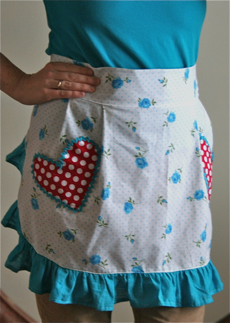 Flirty Perfect Fit Apron Tutorial from Gingercake