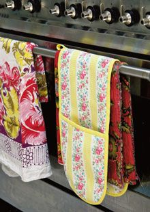 Oven mitt, potholder, over the range, cute , quilted