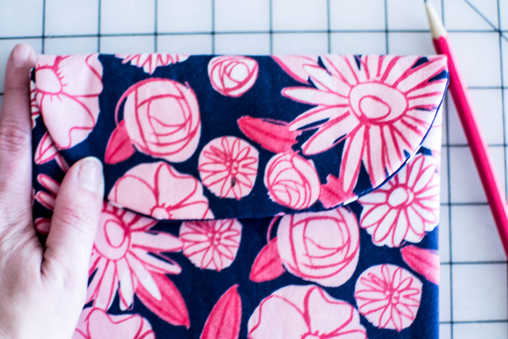 The Peek A Boo Pouch Free Sewing Pattern Sewcanshe