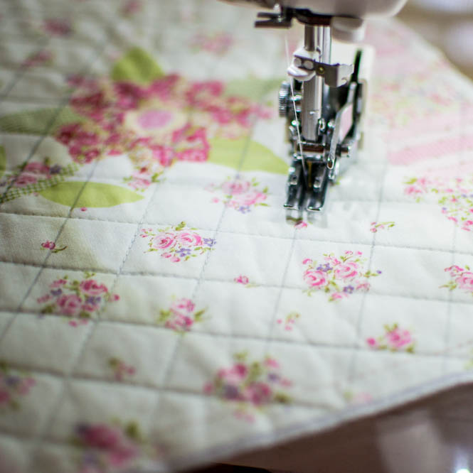 How and When to Use the Walking Foot on Your Sewing Machine ... : quilting with a walking foot - Adamdwight.com