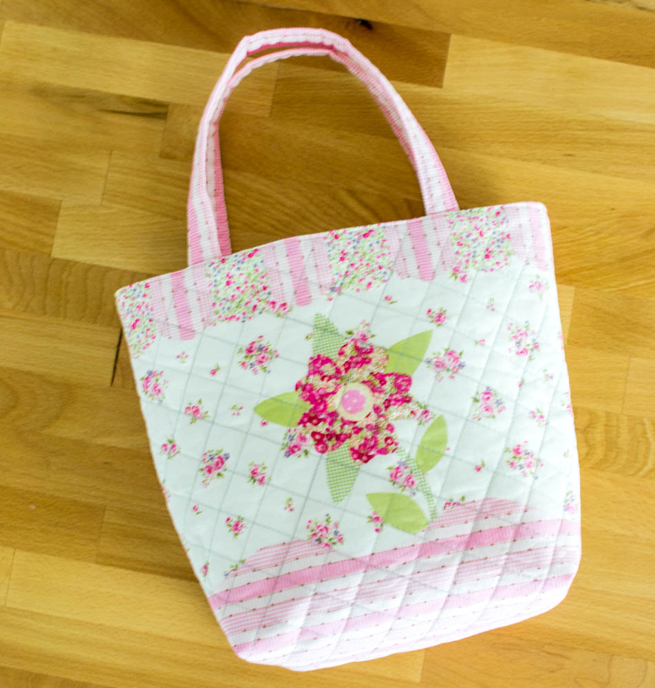 Sweet Quilted Tote {free sewing tutorial} — SewCanShe | Free ... : how to make quilted tote bags - Adamdwight.com