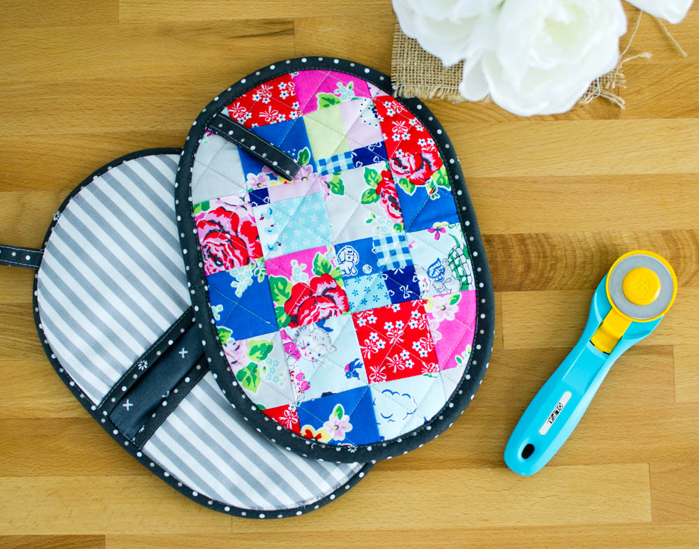 Patchwork Potholder with Pockets - a mini quilt for your kitchen