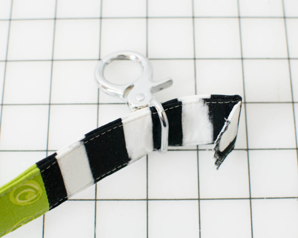 Diy scrappy pet leash free sewing tutorial sewcanshe free if you have a walking foot or even feed foot it will help too jeuxipadfo Images