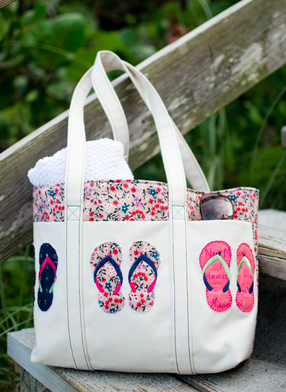 2d5f8fba9 Summer Flip Flop Tote - Free Pattern   Embroidery Design! — SewCanShe