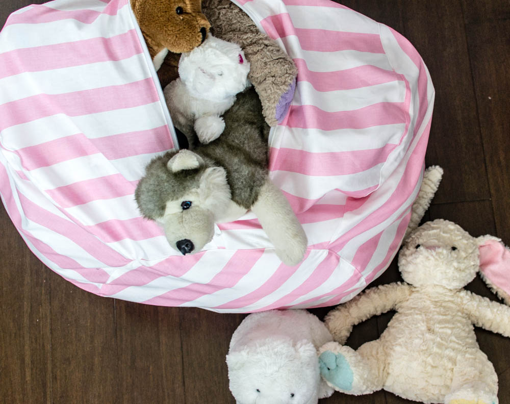 I first saw a similar bean bag chair with toy storage on Amazon and I almost bought it because I thought it was genius. But I love a challenge ... & Amazing Bean Bag Chair Pattern - with Toy Storage! u2014 SewCanShe ...