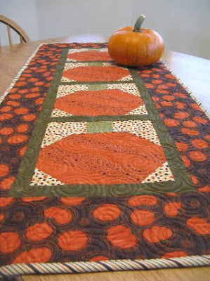 table runner wpumpkin.JPG