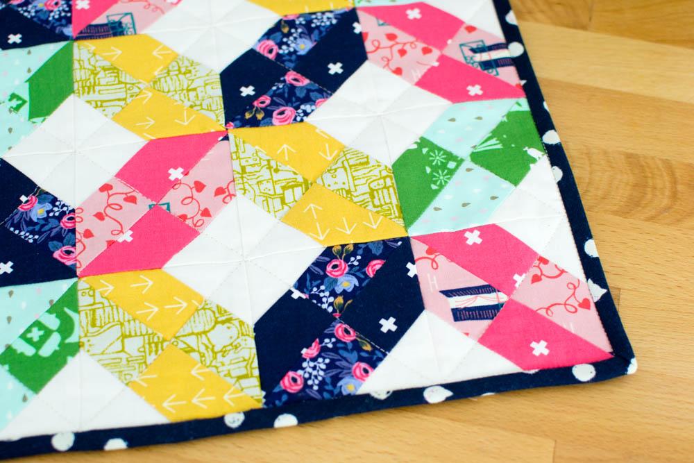 Free mini quilt pattern.
