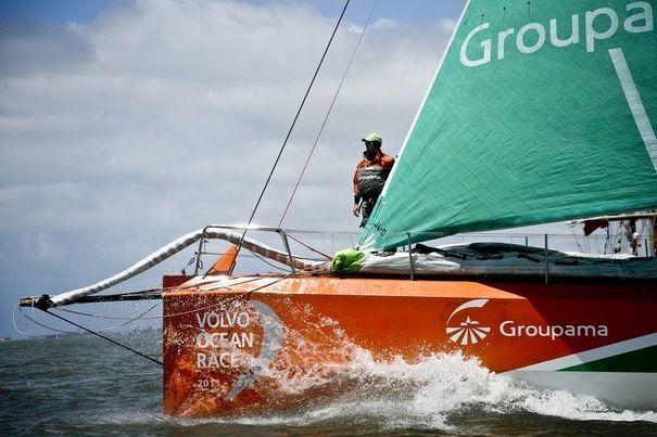 343408_groupama-4-skippe-par-franck-cammas-au-depart-de-la-8e-etape-de-la-volvo-ocean-race-le-10-juin-2012-au-large-de-lisbonne.jpg