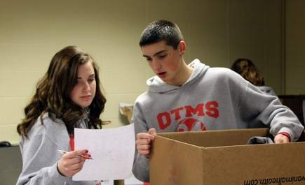 Osage Trial student athletes come together to volunteer at The Giving Tree, sponsored by LINC and the Fort Osage School District, during the holidays. Photos copyright   The Examiner