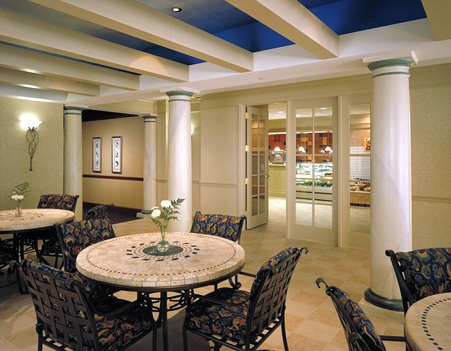 casual dining area.jpg